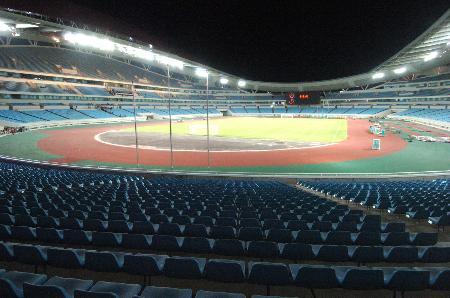 南京奥体中心主体育场内景 赛场灯光耀眼