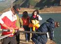 [组图]赛艇队冬训高原水库 下水先过大风斜坡关