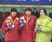 [组图]-冬运会短道速滑女子七圈追逐赛颁奖现场