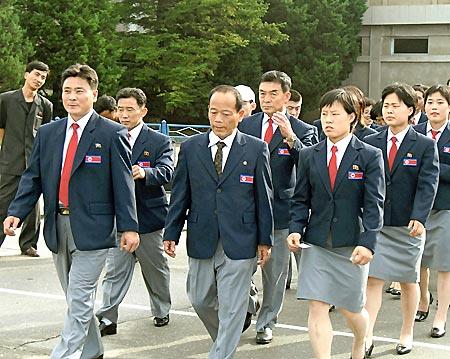 朝鲜代表团首批成员一行40余人