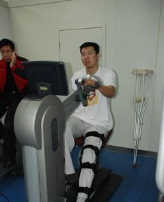 王治郅手术成功 伤后恢复按部就班