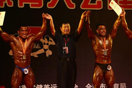 福建选手林树清战胜夺冠大热门江苏选手向成月,夺得冠军,新疆健美协会