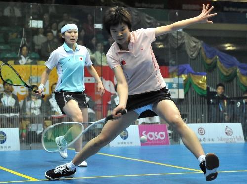 图文:中国女队无缘壁球决赛 李东锦比赛回球