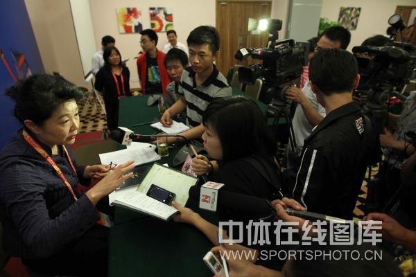 [组图]-晓敏出席四体会新闻发布会并接受采访