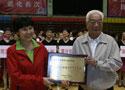 [组图]林淑英为厦门市老年体协颁发活动贡献奖