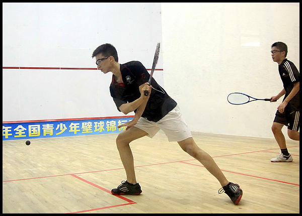首届全国青少年壁球锦标赛 梁骏获男U19组冠军