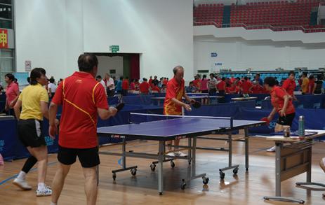 第二届老健会乒乓球交流活动进行场地适应训练