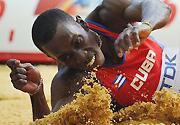 男子三级跳远决赛 古巴选手胜美国选手获得亚军