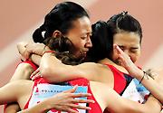 [组图]-广东队夺十二运田径女子4*400米接力冠军