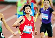 [组图]-广东队夺十二运田径男子4×400米接力冠军
