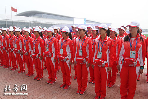 东亚运志愿者服饰新颖大气
