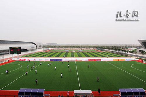新建的天津体育中心曲棍球场场地条件佳