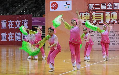 老健会健身秧歌交流活动开赛 老年选手赛场展风姿