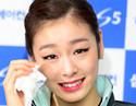 金妍儿退役 女王泪洒发布会惹人心碎