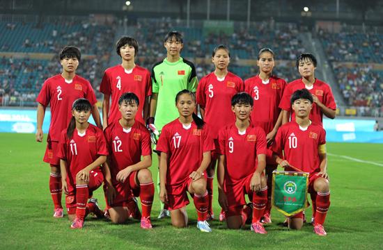 中国足球队vs马里队_2014南京青奥会女子足球比赛拉开战幕,在b组首轮争夺中,中国u15国少队