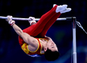 亚运体操男子单杠邹凯夺冠