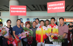 中国亚运会举重队载誉回京
