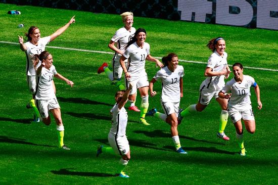 美国女足5-2日本三度捧杯 洛伊德16分钟戴帽