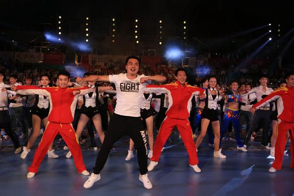 中国日报:健身操舞亮相青岛 掀起全民运动热潮