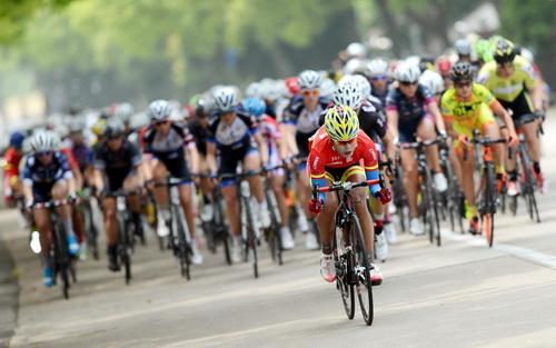 环崇明岛自行车第二赛段 英国车手问鼎着黄衫