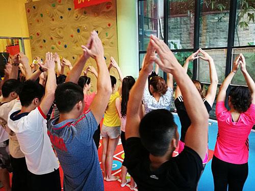 适合幼儿舞蹈培训班的前台图片