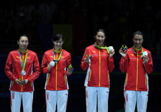 中国女重摘奥运团体银牌