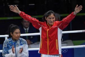 拳击女子69-75公斤级比赛颁奖仪式