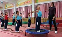 下朗小学快乐体操引关注 固定体操操重普及
