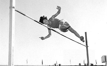 郑凤荣首破女子跳高世界纪录纪念活动在京举行