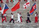 中国代表团在闭幕式上入场