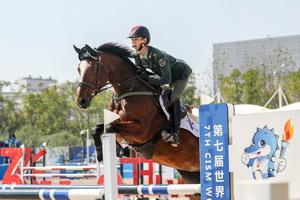 铁骑铸军魂 第七届军运会马术赛场展开激烈角逐